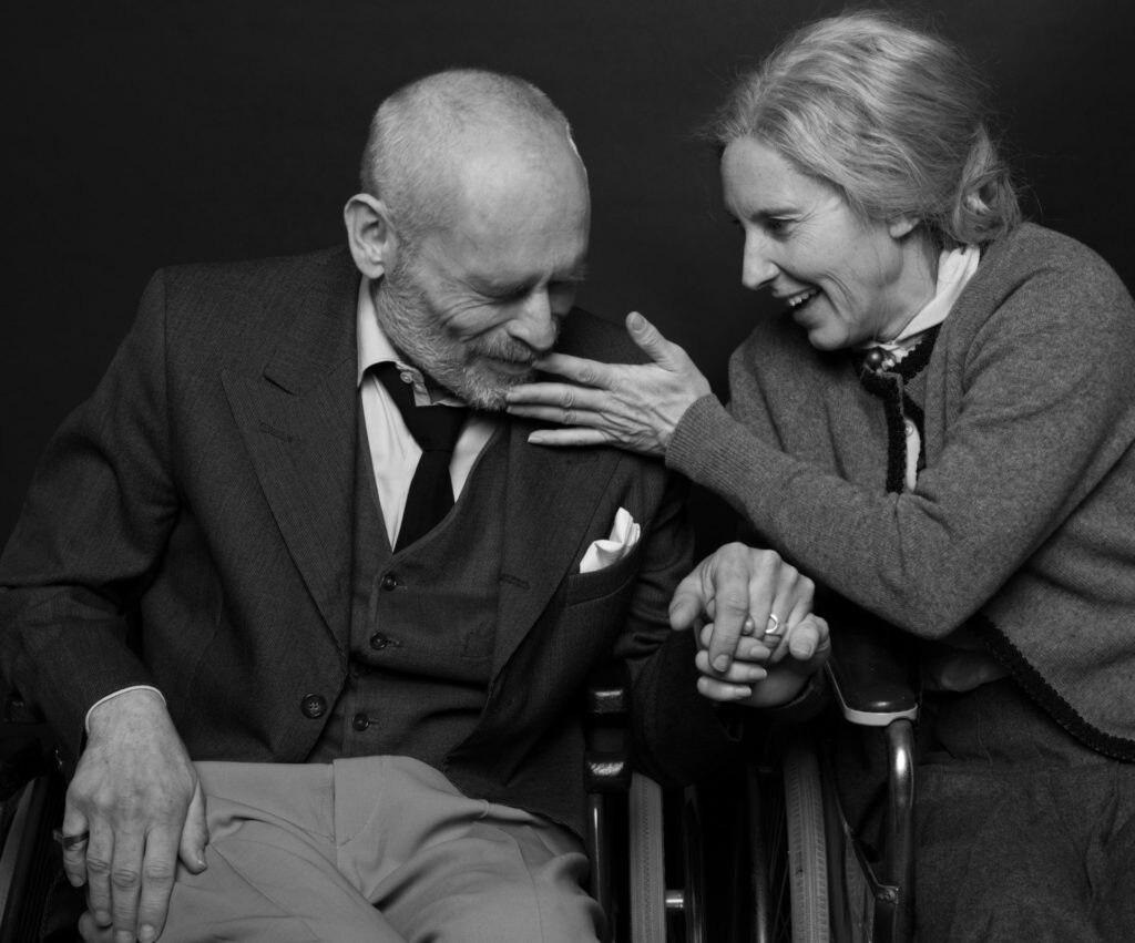 """Foto: Moritz Schell Johannes Krisch und Maria Köstlinger bei den Proben zu """"Gemeinsam ist Alzheimer schöner""""."""
