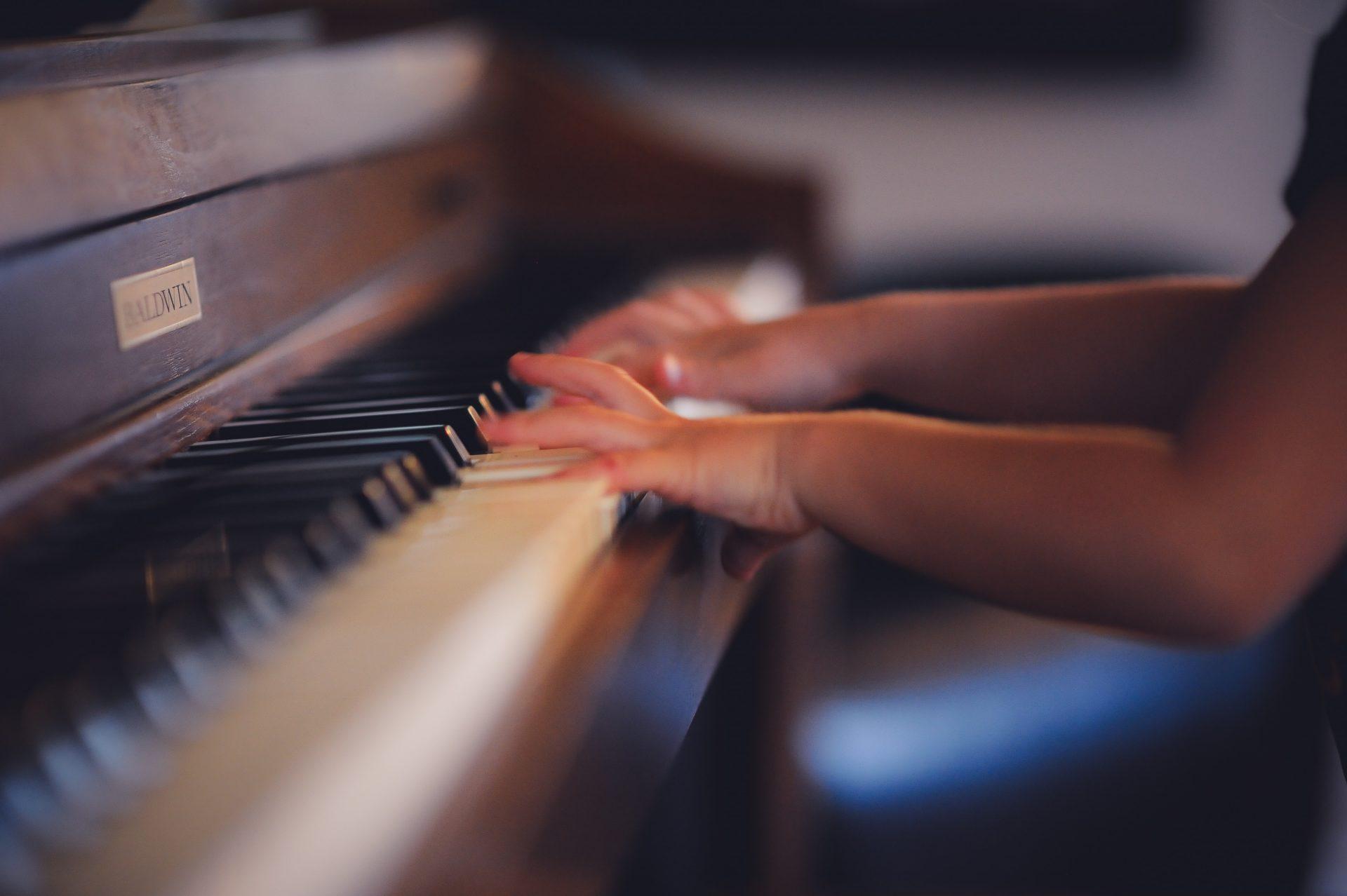 Wie Theater und Musik Kindern hilft