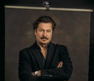 Michael Dangl spielt Daniel Glattauer