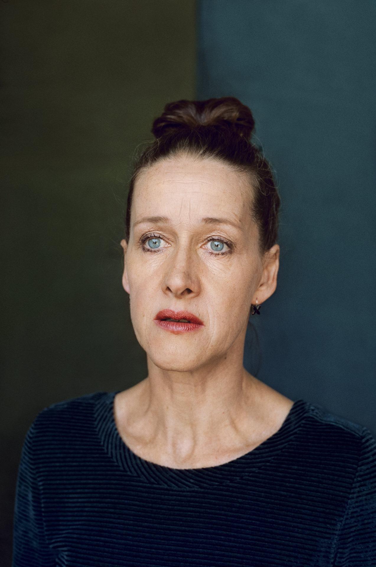"""Sabine Haupt in """"Der Fiskus"""": Die Welt auf die Probe gestellt"""