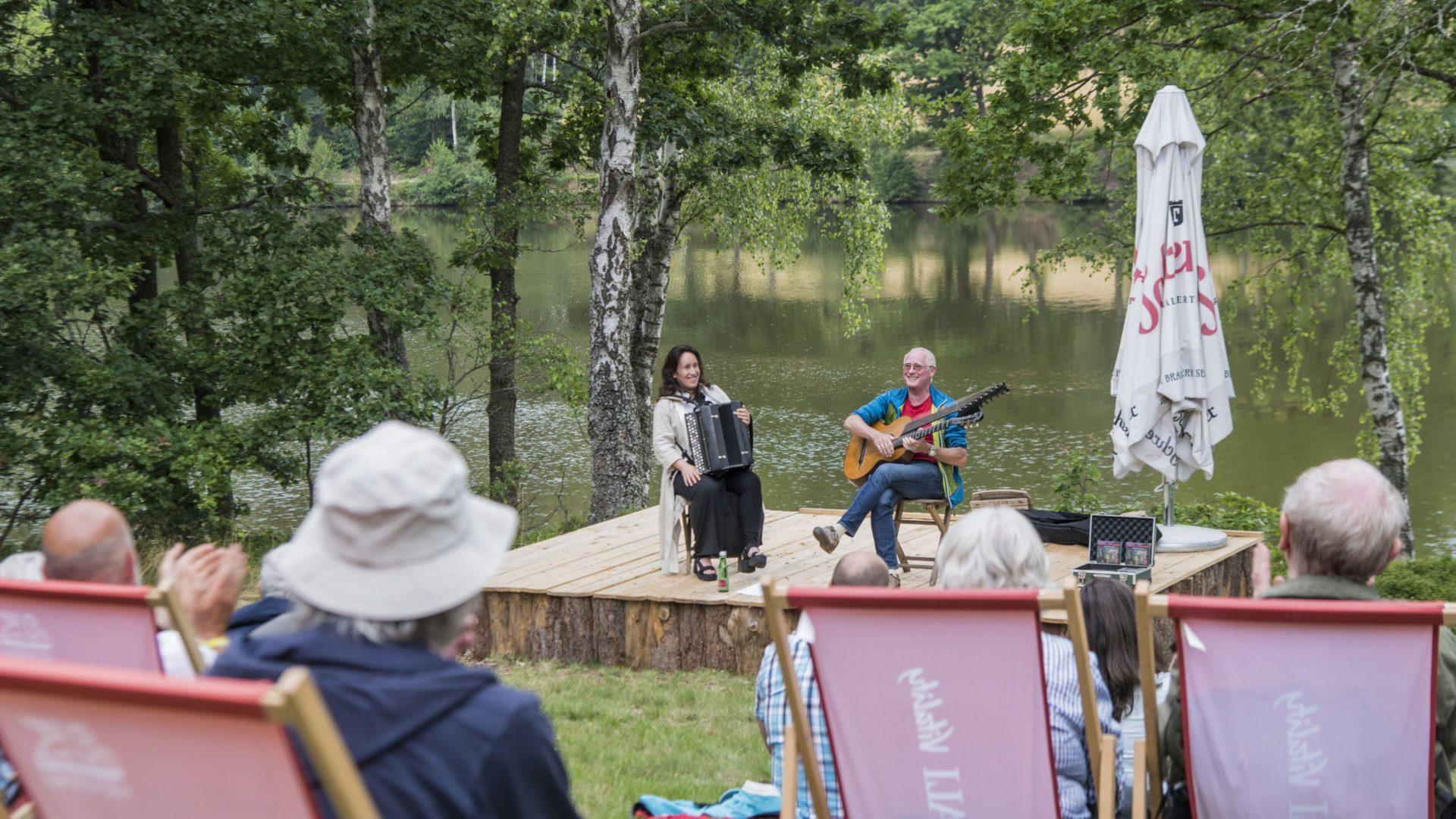 Ein- und Abtauchen am Herrensee beim Schrammel.Klang.Festival