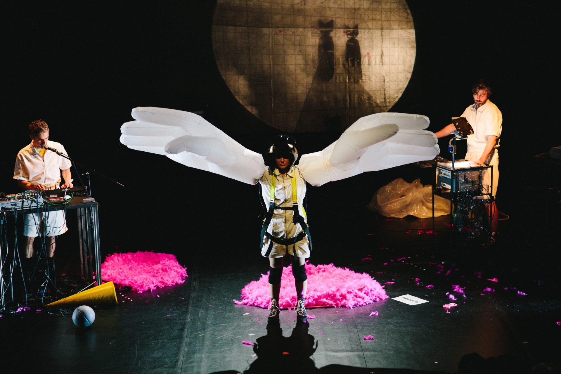 Freie Theaterszene: Abheben mit Texten von Friederike Mayröcker